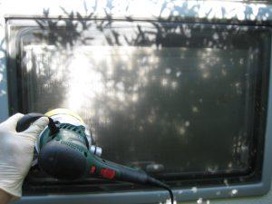Maskinpolering af vindue
