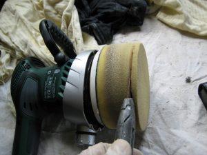 Billedet viser du kan skære ca. 5mm af og du har en ny polersvamp