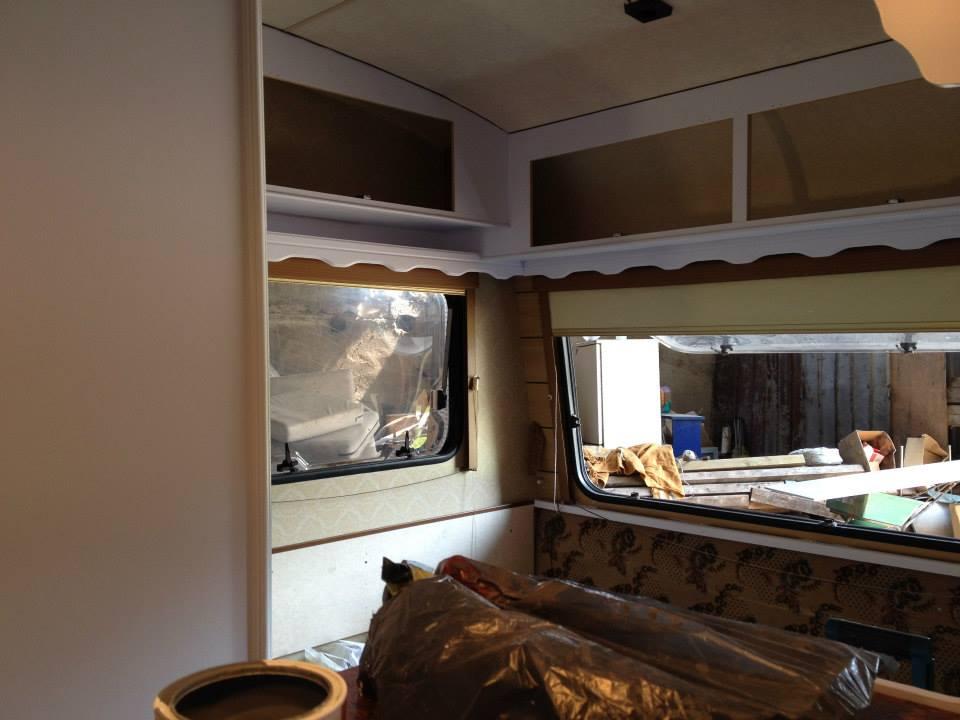 Campingvogn er ryddet indvendigt klar til renovering