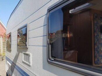 Fjerne ridser på campingvogn vinduer